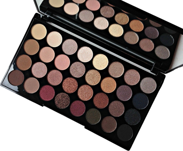Makeup Revolution Ultra 32 Shade Eyeshadow Palette seite